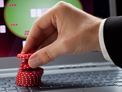 What Is a Straddle in Poker and How to Use the Bet Effectively